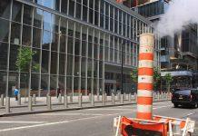 Une cheminée au beau milieu d'une rue de New York