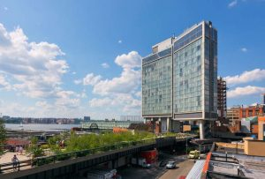 Standard Hotel enjambe la High Line