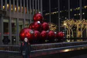 Marjorie et les décorations de Noël.