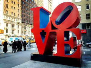 sculpture Love sur la 6th Avenue