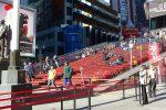 Montez les marches de Times Square à New York