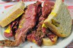 Le smoked meat, le sandwich à goûter absolument à New York