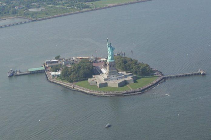 helicoptere new york statue liberte
