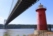 petit phare rouge new york