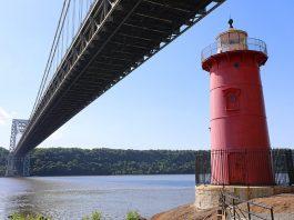petit phare rouge new york