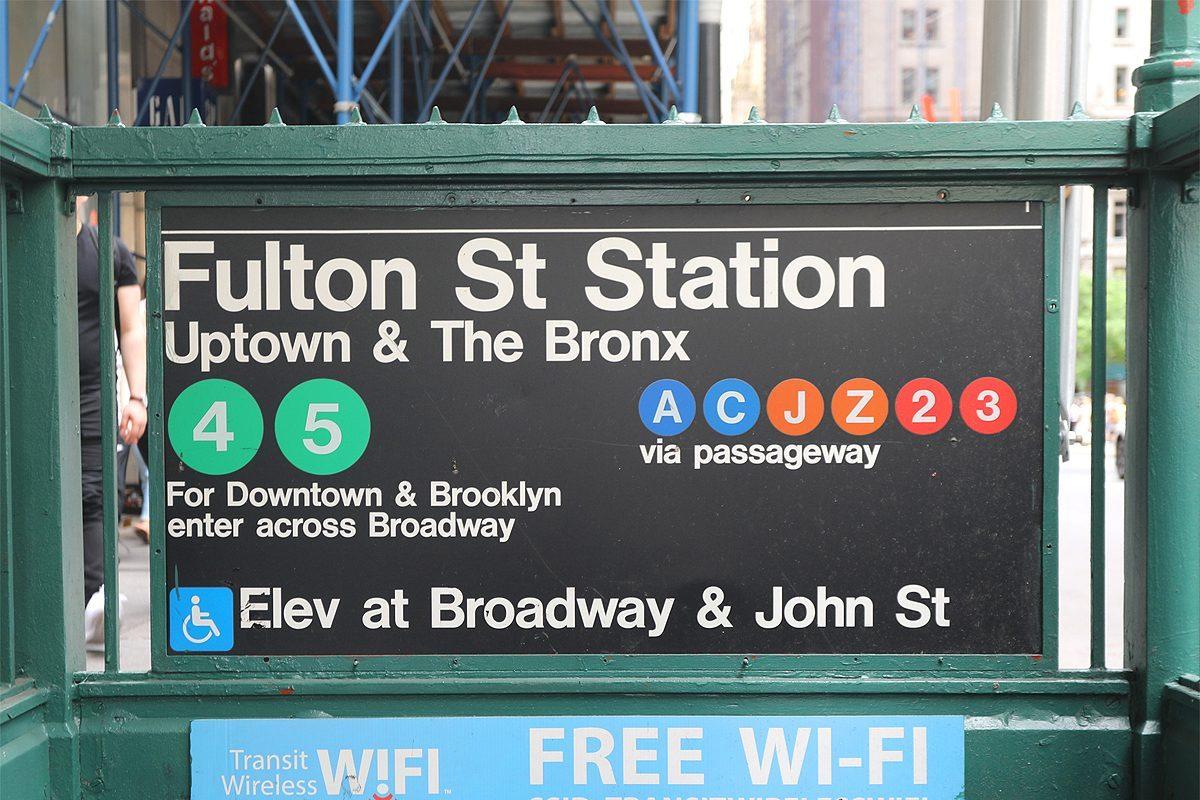 Pourquoi les lignes du métro de New York portent des lettres et des numéros ?