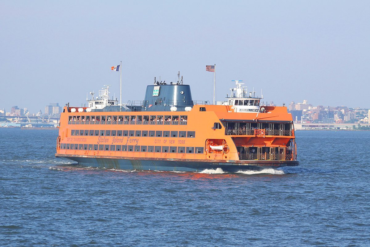 Pourquoi le ferry de Staten Island à New York est-il orange ?